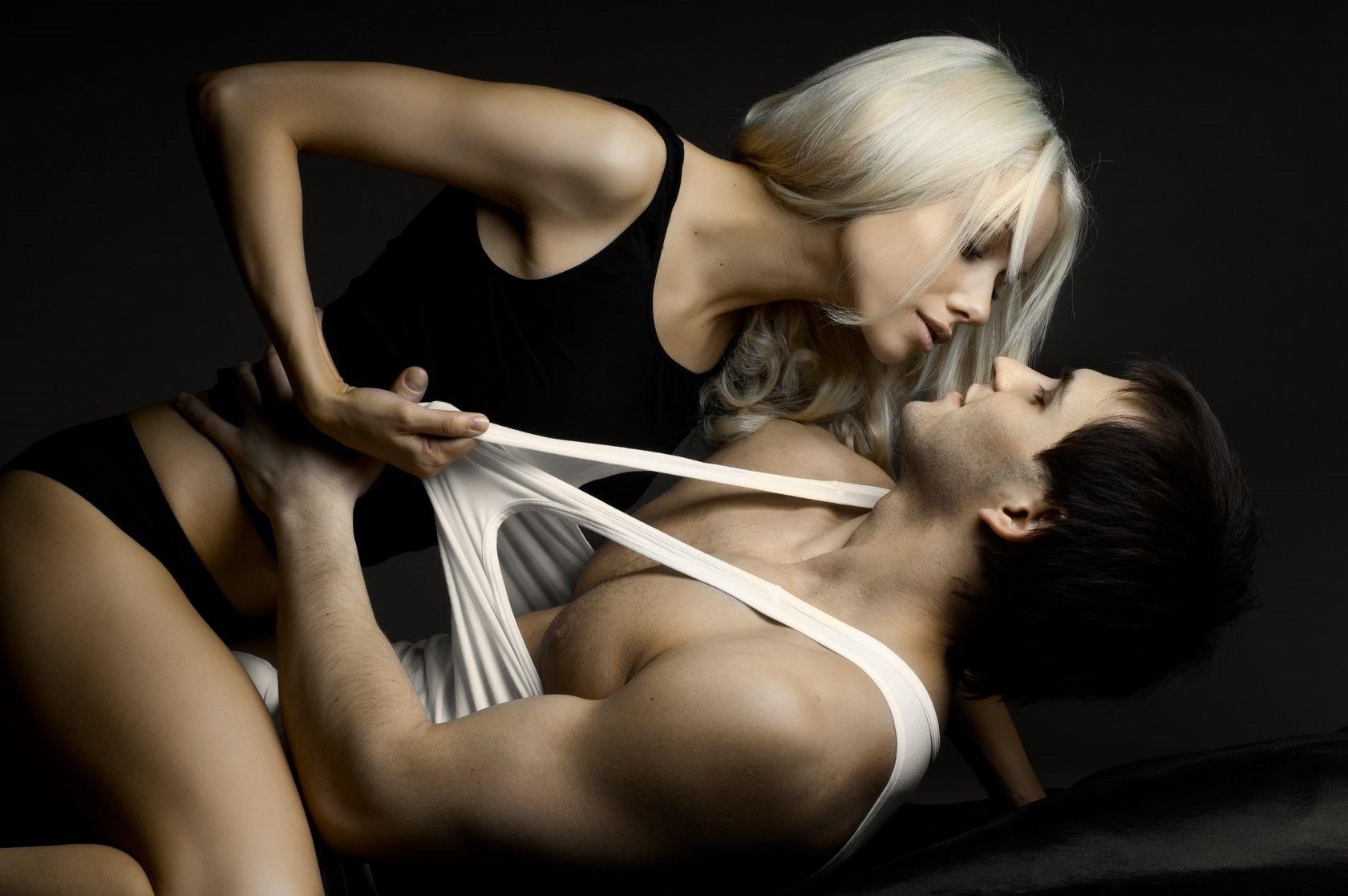 Нескольких сексуальные девушки с мужчиной ставка