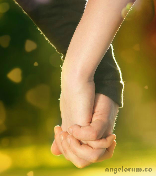 emotional-compatibility-couple-holding-hands