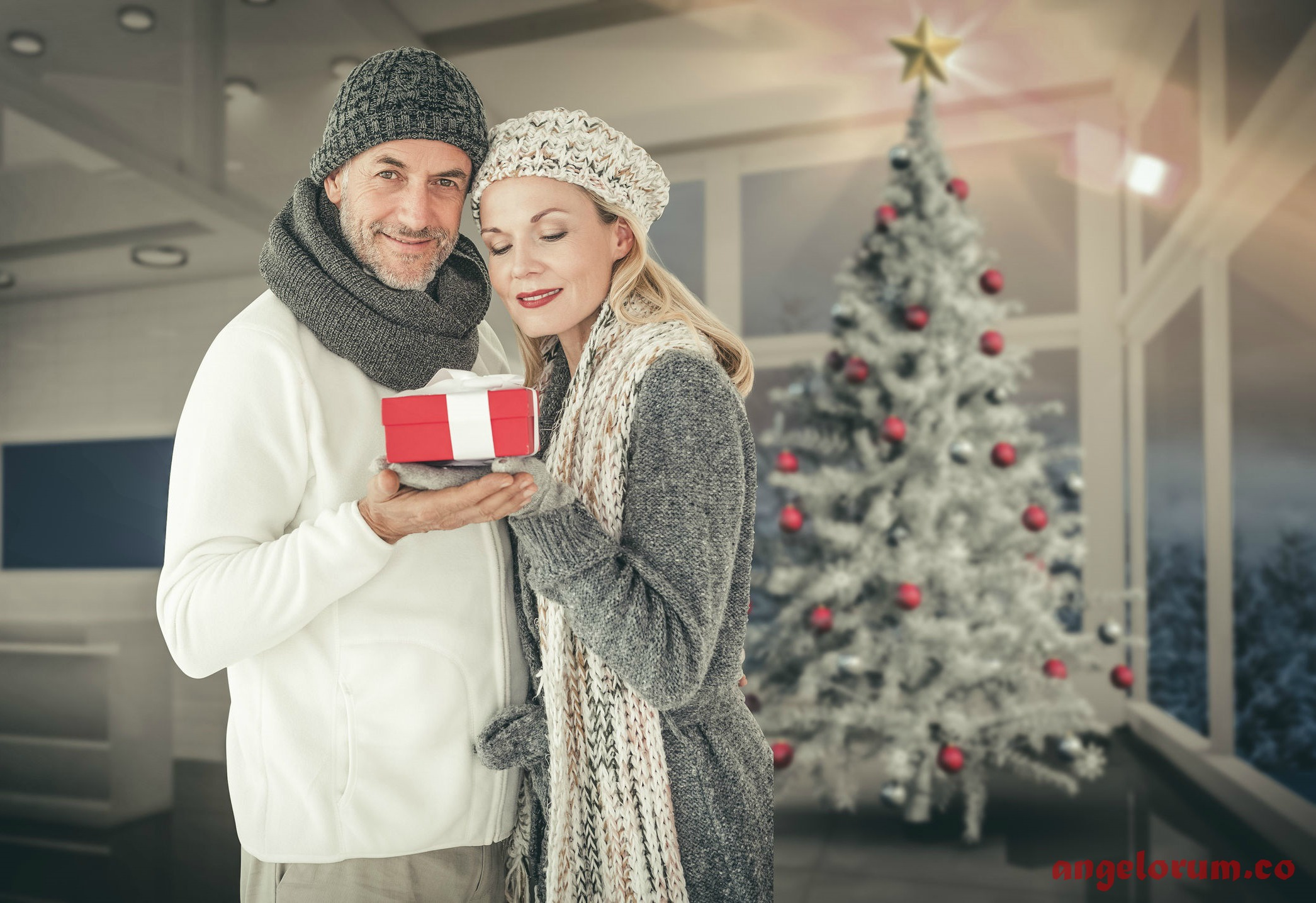 couple at christmas love forecast december
