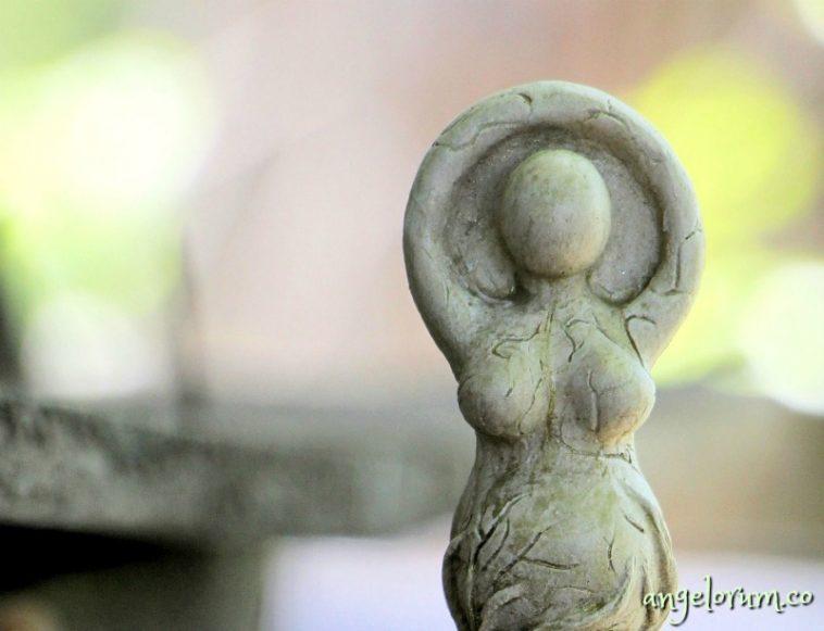 embodying the divine feminine through the tarot queens